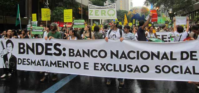 80 thousand people joined a protest at Rio+20. Photo credit: Maira Irigaray