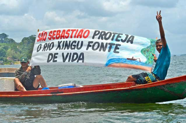 Fishermen protesting after leaving a 35-day occupation in October 2012. Photo credit: Maira Irigaray